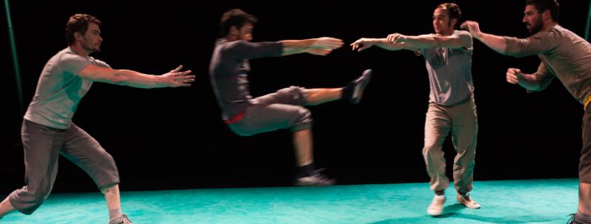 La Cie Un Loup pour l'homme pendant une séance de prise de vue photo à Tremblay en France le 15 Décembre 2011, au Théâtre Louis Aragon.
