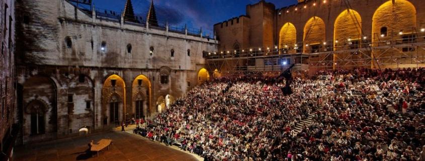 Cour d'honneur Palais des Papes Avignon photo Christophe Raynaud de Lage