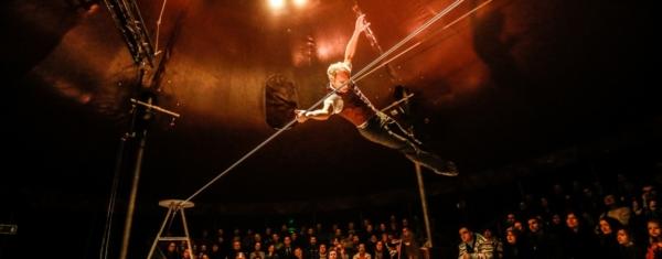/ critique / David Dimitri : un Homme Cirque canon !
