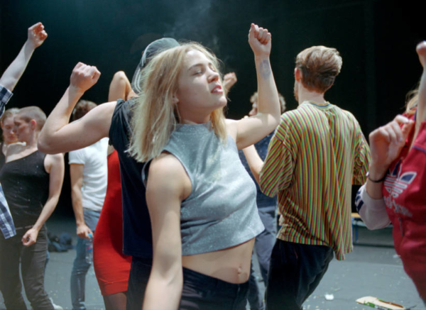 / critique / Crowd de Gisèle Vienne entre dans la transe