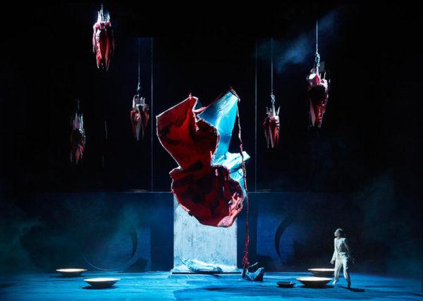/ critique / Dans l'Arcadie de Phia Menard, un Rameau qui broie du noir