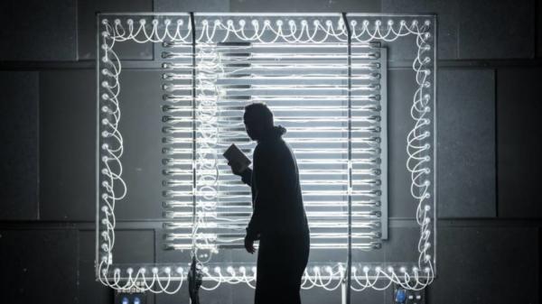 / critique / Fisbach, électron libre sous surveillance chez Niangouna