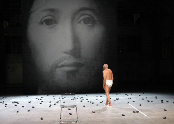 / actu / Romeo Castellucci censuré au Mans: le Préfet fait supprimer une scène du Concept du visage du fils de Dieu